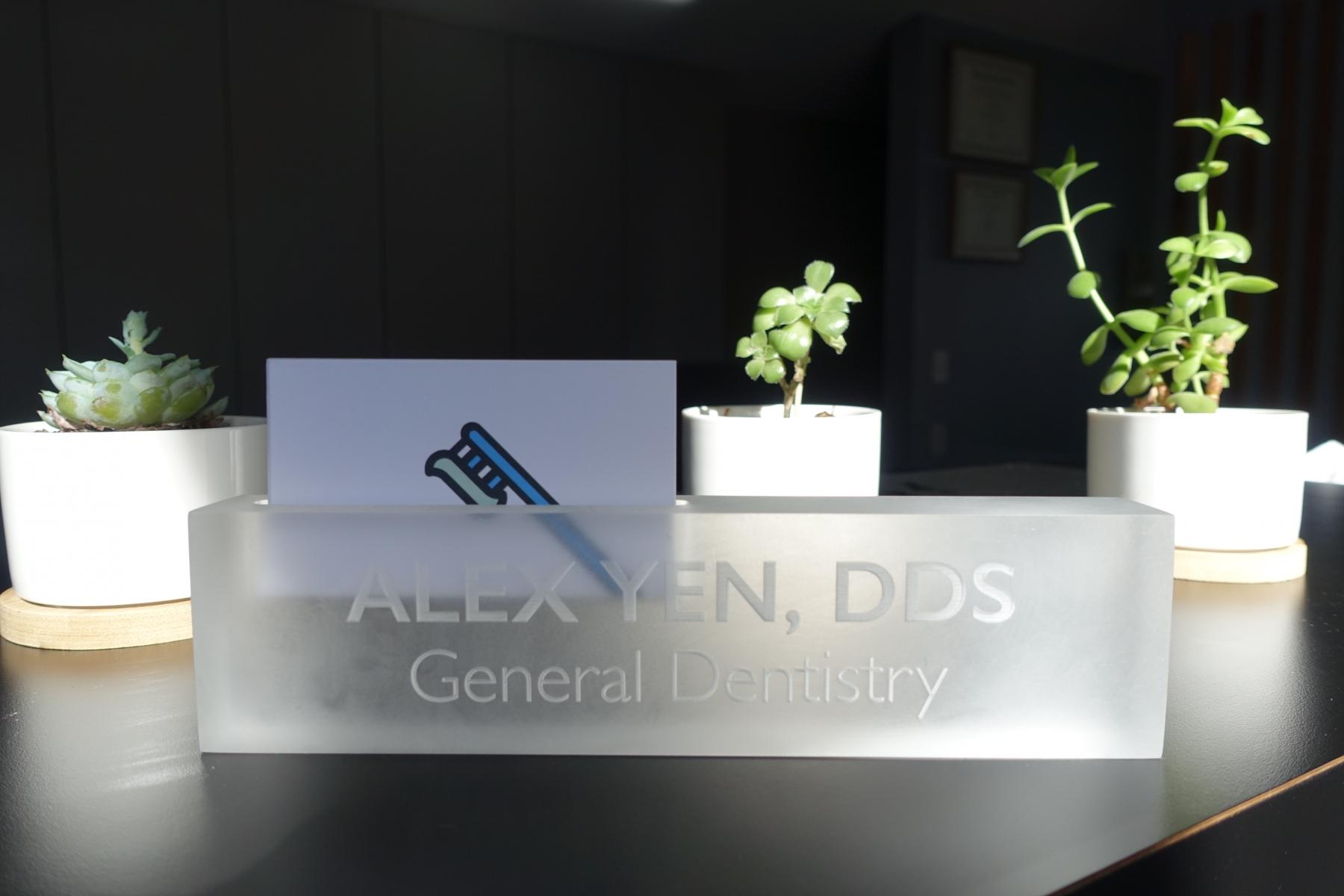 Alex-Yen-DDS-Desk-Palo-Alto